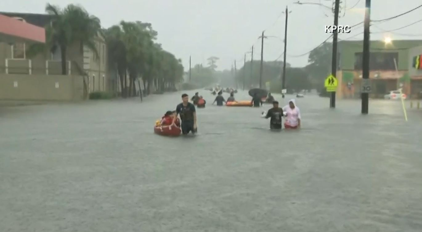 Houston first responders work to rescue stranded residents (Photo: KPRC / CNN Newsource)
