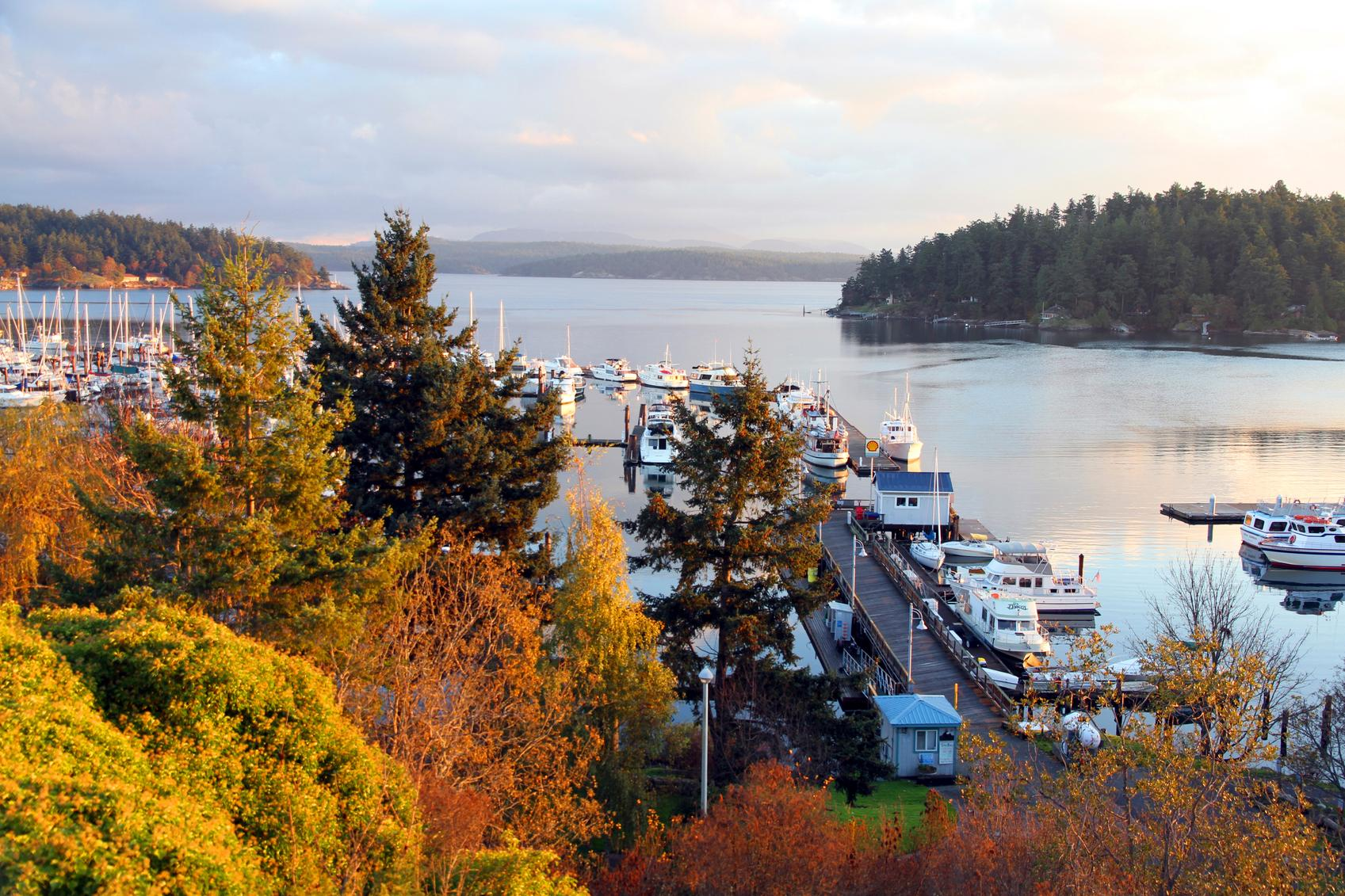 <p>Because it falls within the Olympic Rain Shadow, Friday Harbor on beautiful San Juan Island offers sun and warmer weather all the way into October.</p>