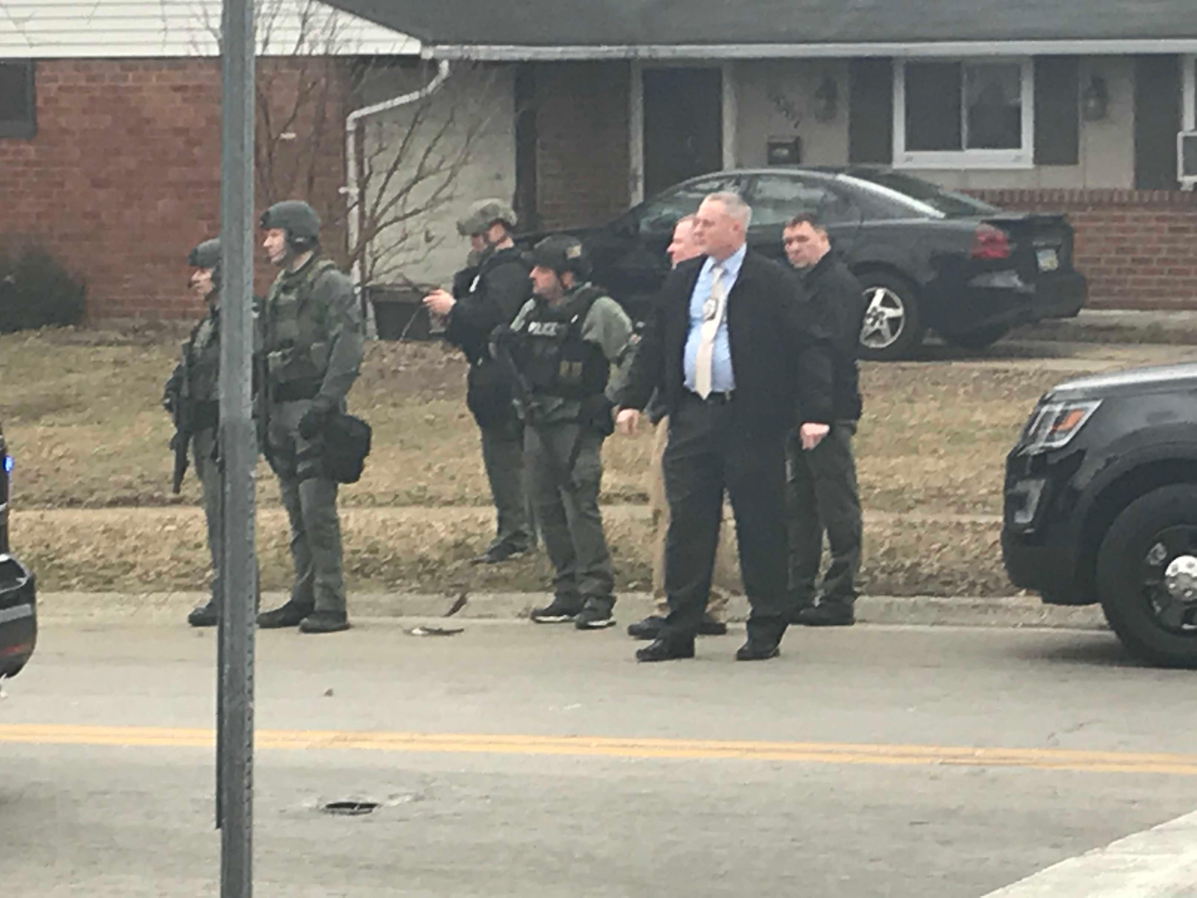 7 in custody after armed robbery at Huber Heights AT&T store (WKEF/WRGT)