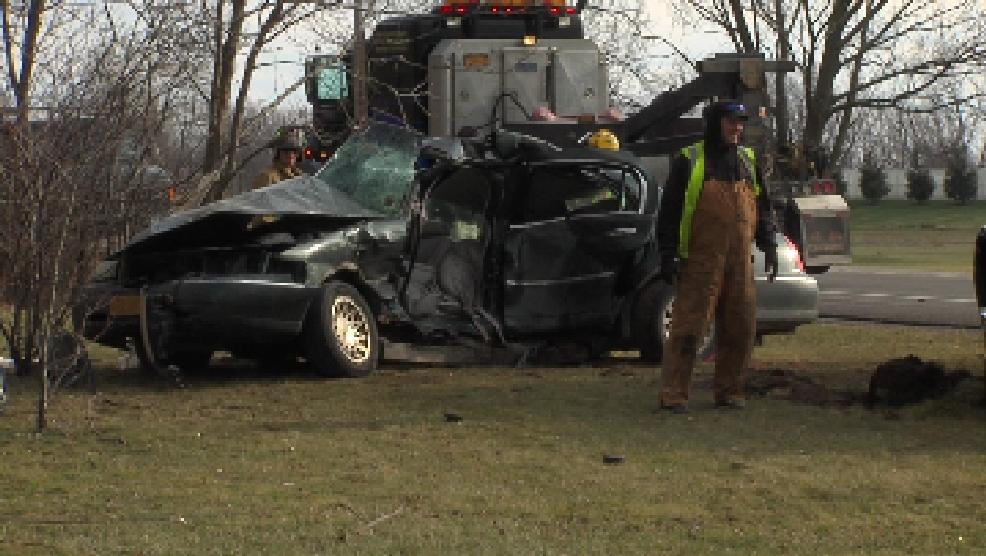 One dead after crash in Farmington | WHAM