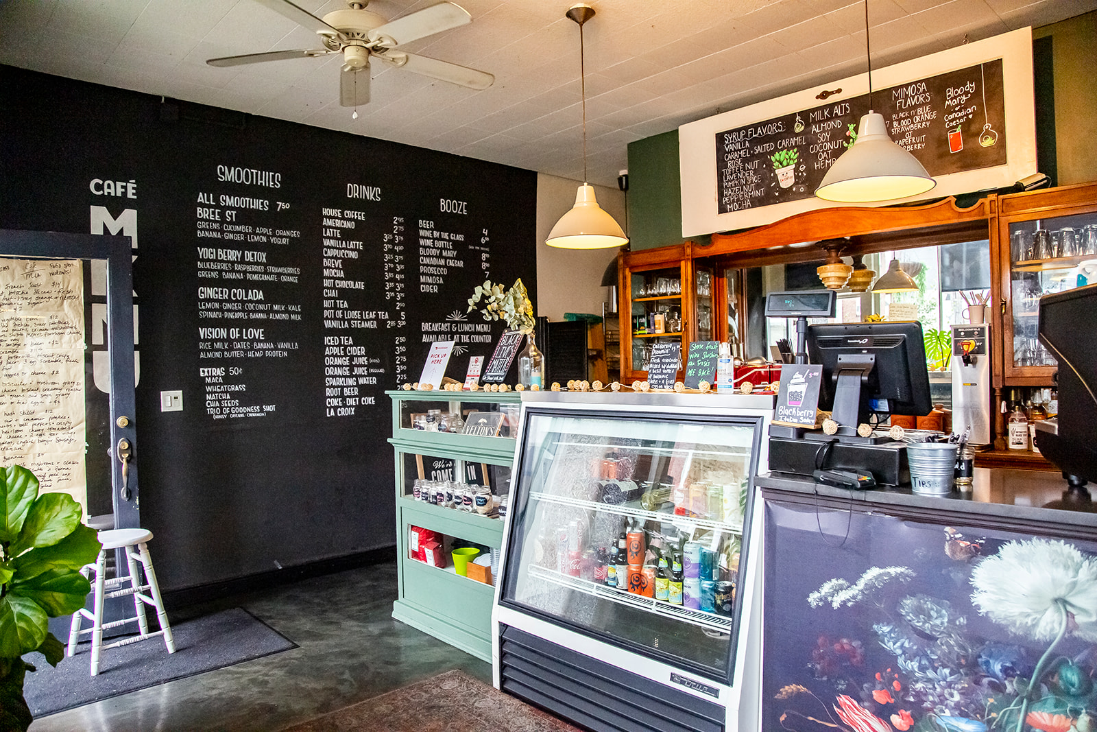 "The cafe features a variety of handcrafted coffees, fresh smoothies and alcoholic drinks, as well as seasonal, locally-sourced and ethical cuisine - every dish is prepared in house by Mia herself. Cafe Mia is tucked away near the West Seattle Junction on SW Oregon Street. The perfect spot for brunch after hitting the farmers market on Sunday! Find them on Instagram{&nbsp;}<a  href=""https://www.instagram.com/cafe.mia/?hl=en"" target=""_blank"" title=""https://www.instagram.com/cafe.mia/?hl=en"">@cafe.mia</a>. (Image:{&nbsp;}Samantha Witt / Seattle Refined)"