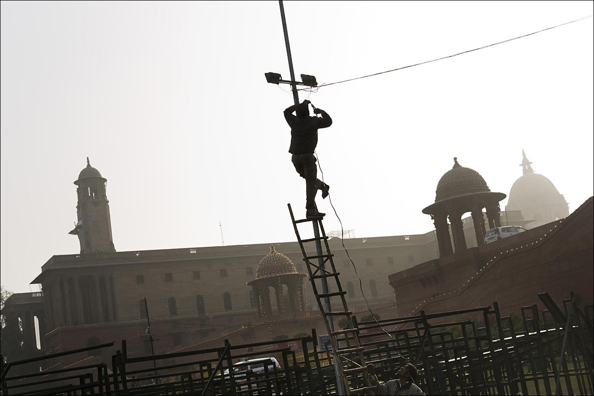 Indian municipal workers set up lights ahead of Republic Day parade celebrations in New Delhi, India, Thursday, Jan. 21, 2016. India celebrates Republic Day on Jan. 26 every year, highlighted by a march past by different branches of the military as well as a display of arms and missiles. (AP Photo/Bernat Armangue)