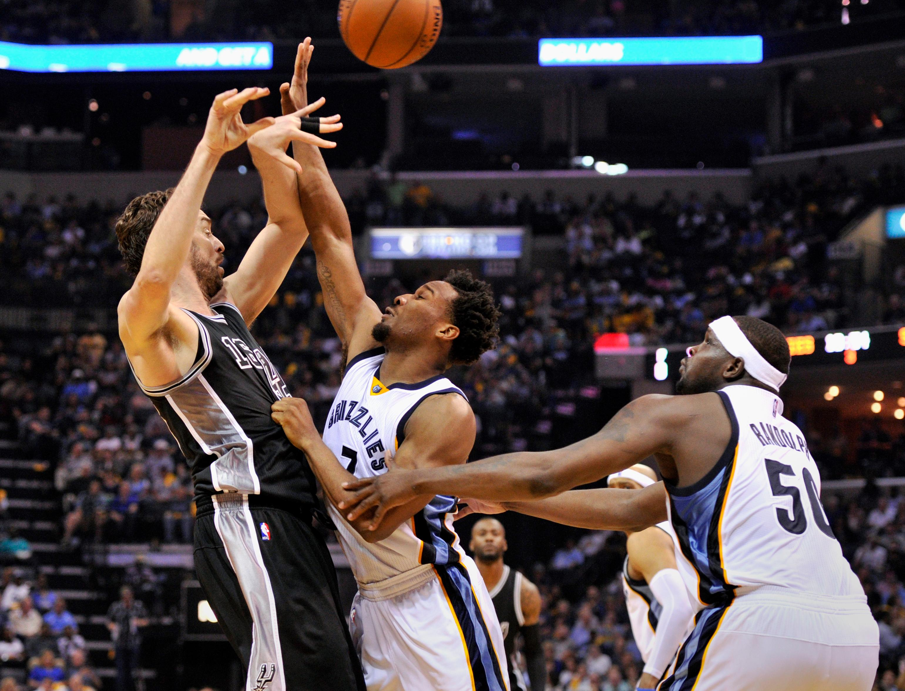 San Antonio Spurs center Pau Gasol, left, passes the ball over Memphis Grizzlies guard Wayne Selden Jr., center, and forward Zach Randolph (50) during the second half of Game 3 in an NBA basketball first-round playoff series Thursday, April 20, 2017, in Memphis, Tenn. (AP Photo/Brandon Dill)