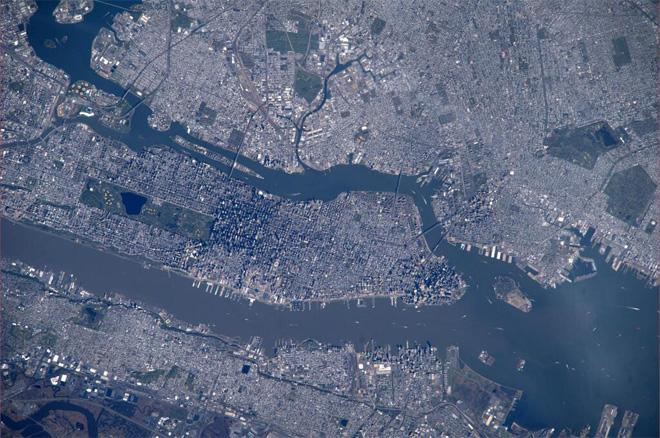 Nice pass over New York City (Photo & Caption courtesy Koichi Wakata (@Astro_Wakata) and NASA)