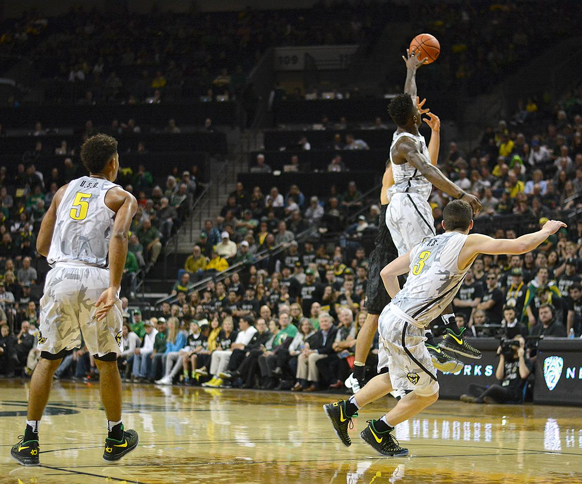 Ducks' Tyler Dorsey (#5) looks on as teammate Jordan Bell (#1) stuffs Army's Luke Morrison's (#25) shot. In front of a sold out crowd, Oregon defeated Army 91-77 on opening night. Photo by Jacob Smith, Oregon News Lab