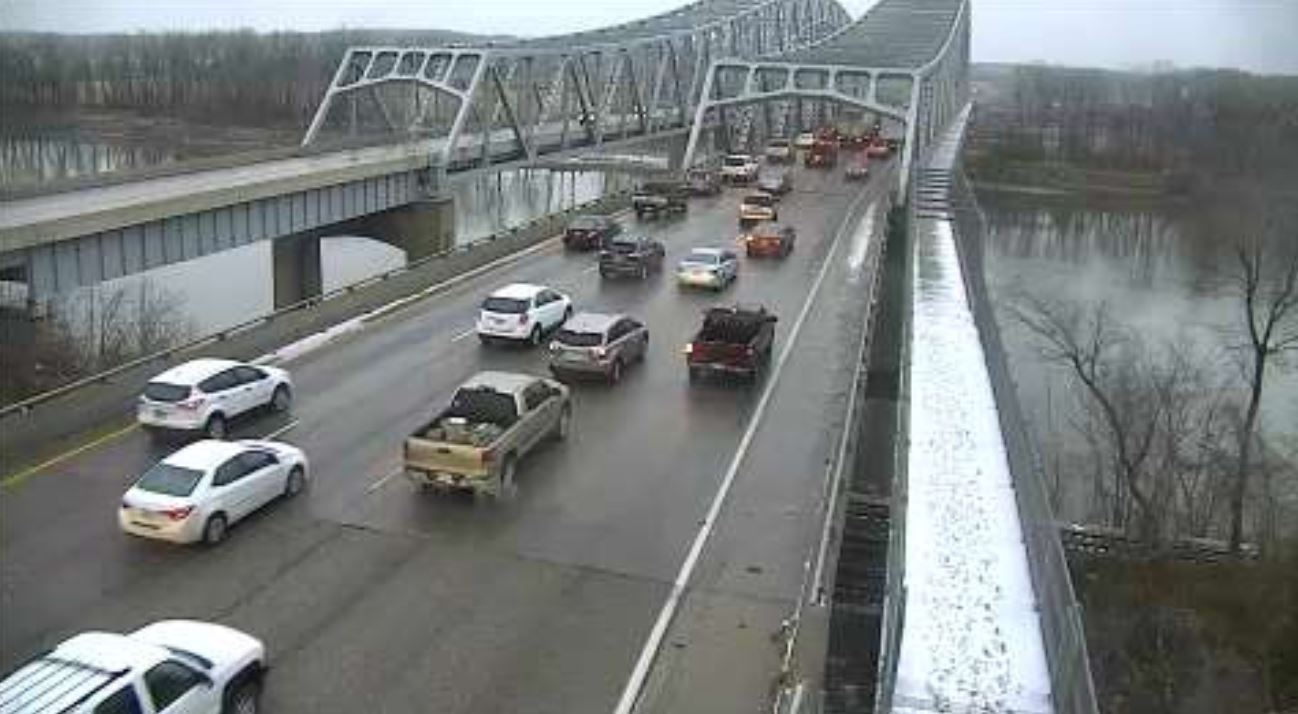 Traffic snowed at the Missouri River Bridge (MoDOT)<p></p>