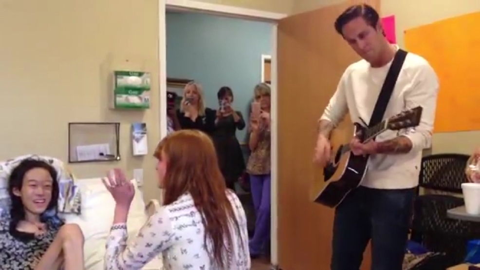 Florence + The Machine perform with teen battling cancer in Austin hospice