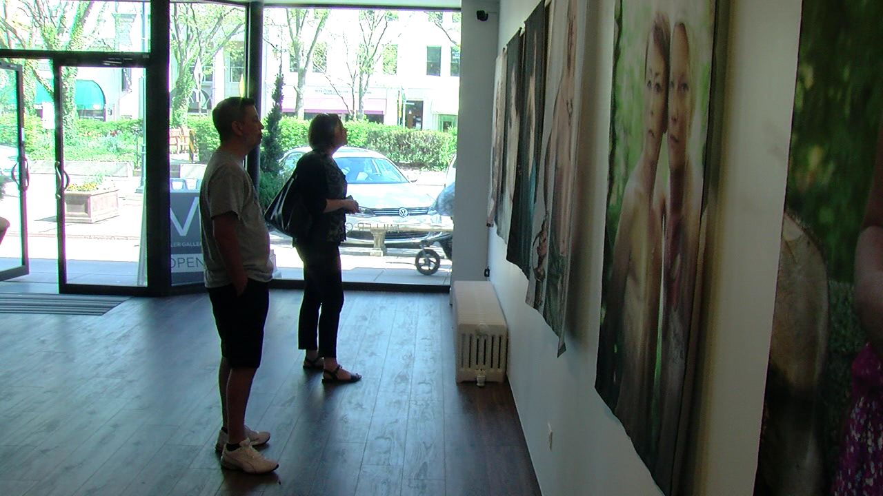Local mother featured in art exhibit honoring breast cancer survivors (WKRC)
