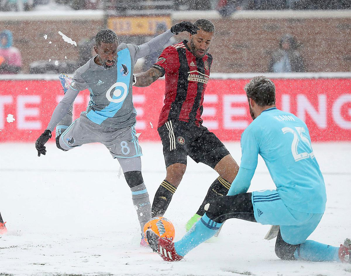 Minnesota United midfielder Mohammed Saeid, left. attempts a goal but is stopped by Atlanta United goalkeeper Alec Kann, right, during the first half of an MLS soccer game Sunday, March 12, 2017, in Minneapolis, Minn. (Elizabeth Flores/Star Tribune via AP)
