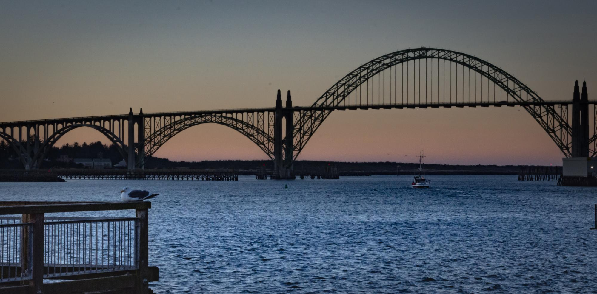 Yaquina Bay Bridge at sunrise (Sophie Brown, ODOT/CC by 2.0)