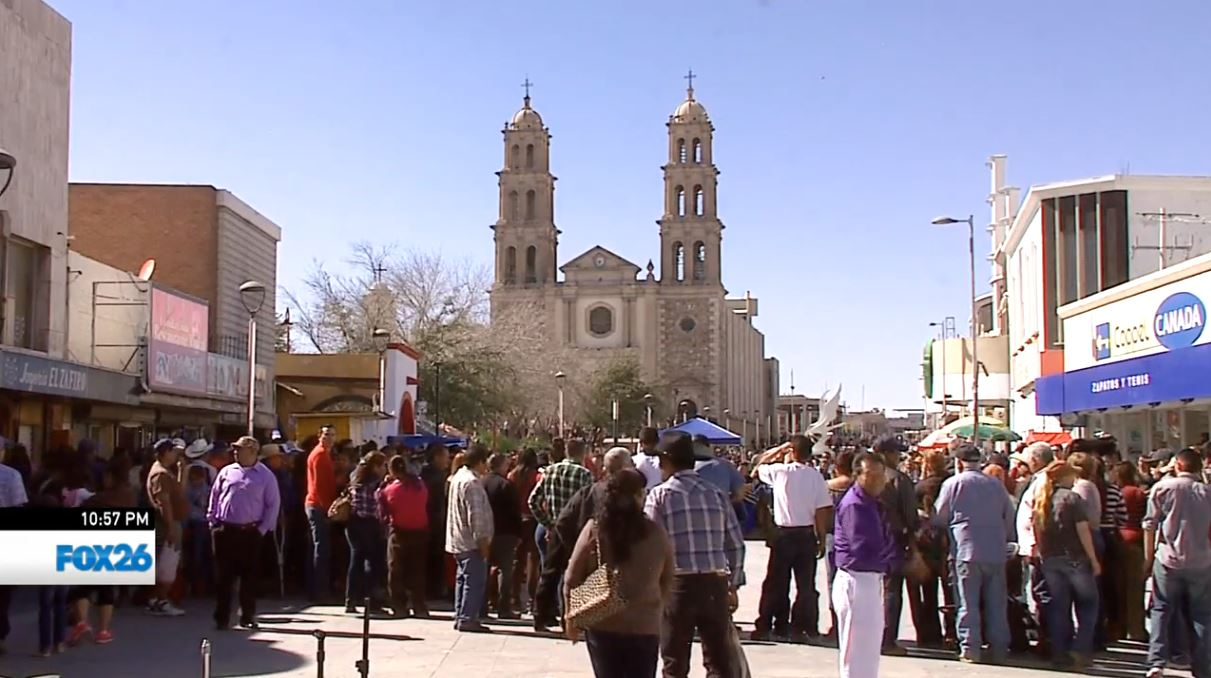 Families and tourists return to Juarez to see Pope Francis