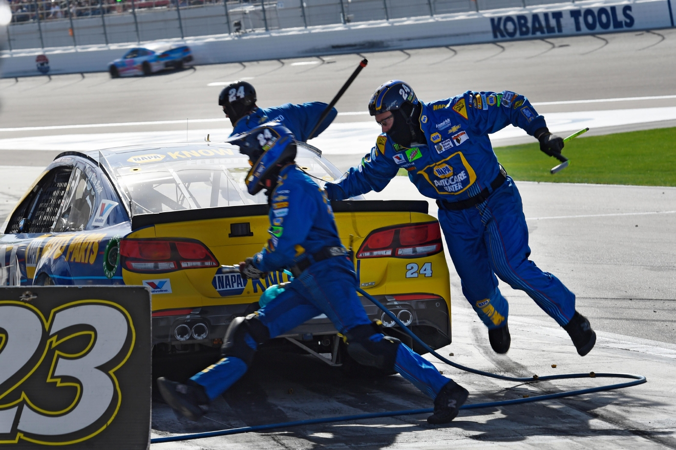 Chase Elliot's crew races around his car during a pit stop during the Monster Energy NASCAR Cup Series Kobalt 400 Sunday, March 12, 2017, at the Las Vegas Motor Speedway. (Sam Morris/Las Vegas News Bureau)