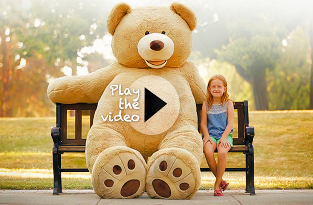 The promo video stars the 93-inch Plush Bear, Mia and Russell Wilson. (Image: Claudia Augello, Johnny Sanchez, Scott Yamamura / Seattle Children's Hospital)