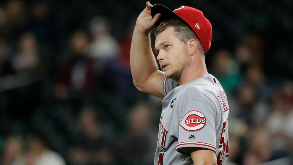 Reds' Gray takes no-hitter into seventh in 5-3 loss to Seattle