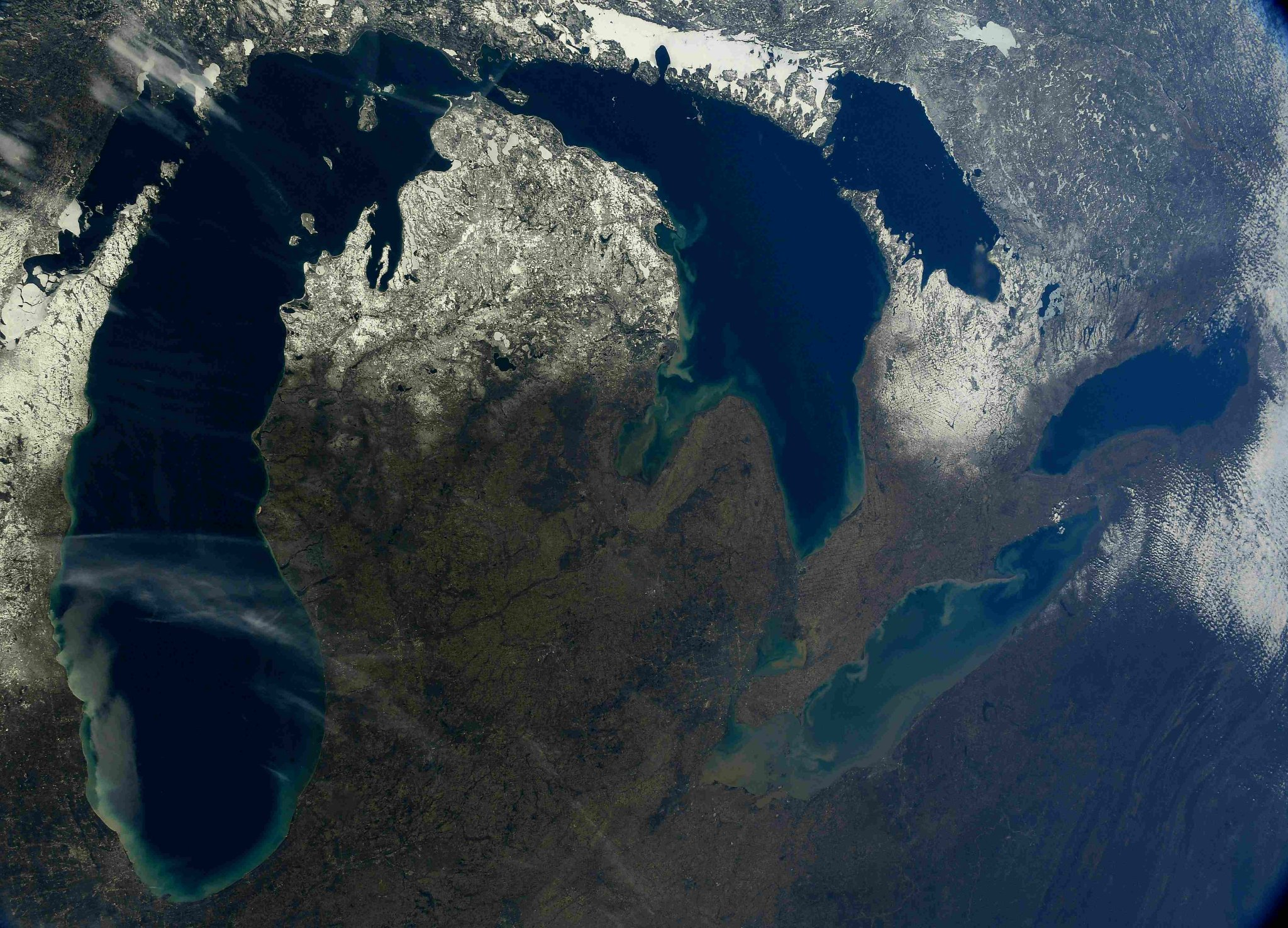 The Great Lakes looking grand on a clear spring day. #Chicago #Detroit #Toronto (Photo & Caption: Ricky Arnold / NASA)