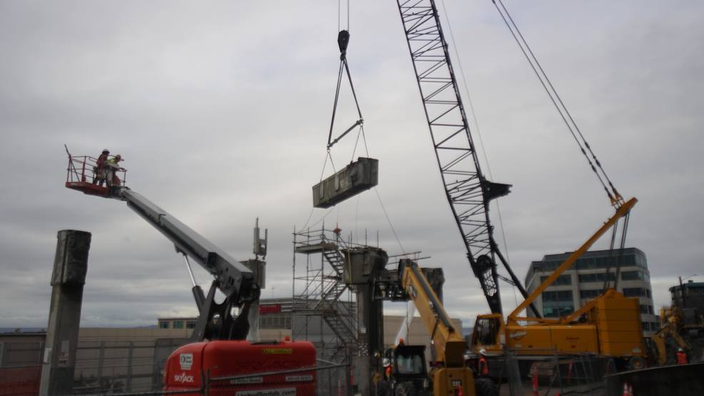 The final pieces of Seattle's viaduct come down