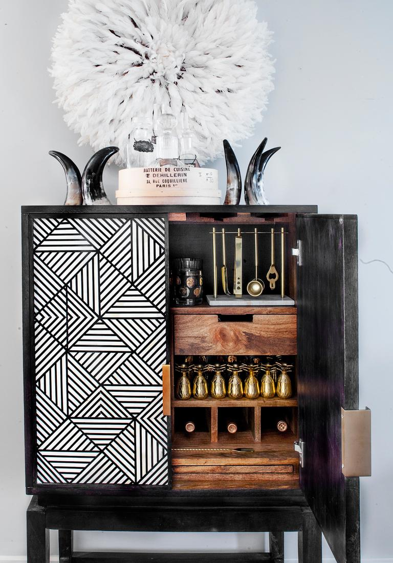 Creating the perfect adult at-home bar isn't about having everything a bartender could ever need -- it's{&amp;nbsp;} about having the essentials, and doing those in style! See the full post here:{&amp;nbsp;}http://bit.ly/2m1DtUK (Image: Ashley Hafstead)<p></p>