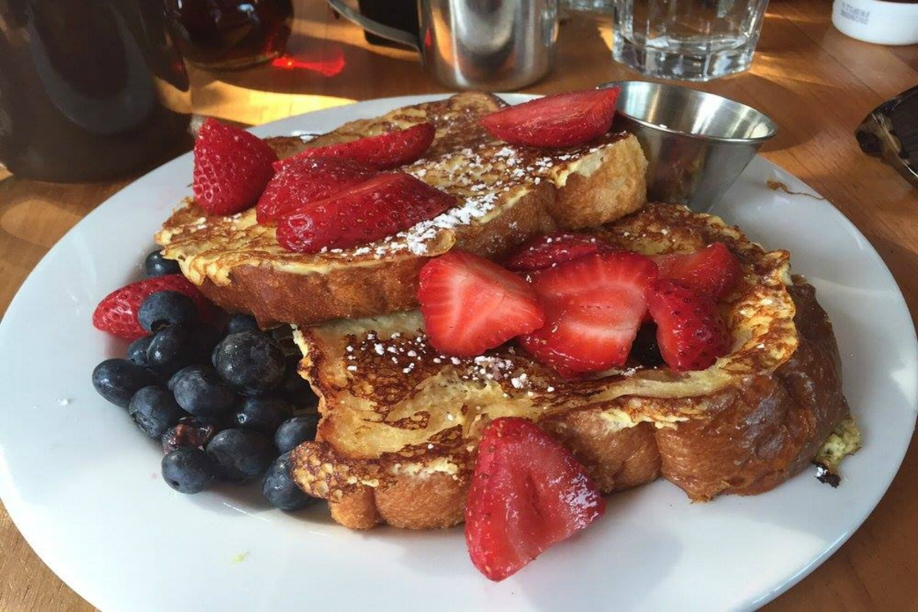 At Bacco you can sit back, relax, sip a drink from their famous juice bar, and dine on delicious Brioche French Toast with fresh fruit and maple butter. I always pair it with their Applewood smoked bacon for a scrumptious combination. (Image Courtesy: Bacco Facebook Page)