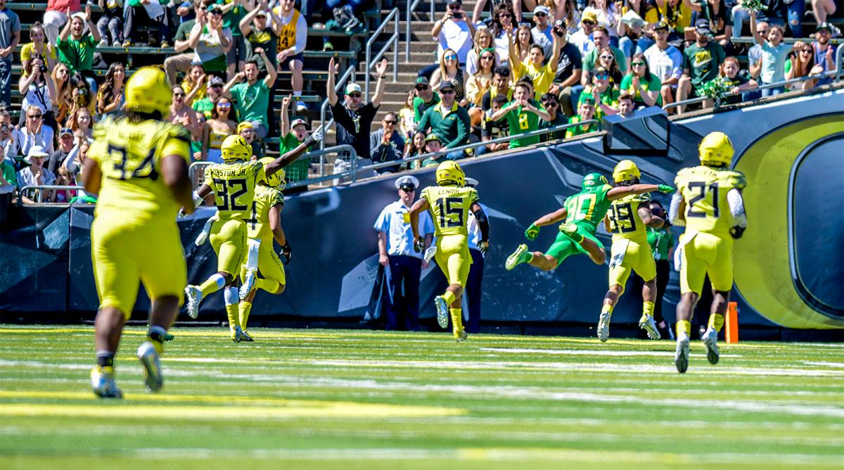 The Lightning's Kaulana Apelu (#39) makes a 100 yard run for a touchdown. The Thunder defeated the Lightning 59-24 in the Spring Game on Saturday at Autzen Stadium. Photo by August Frank