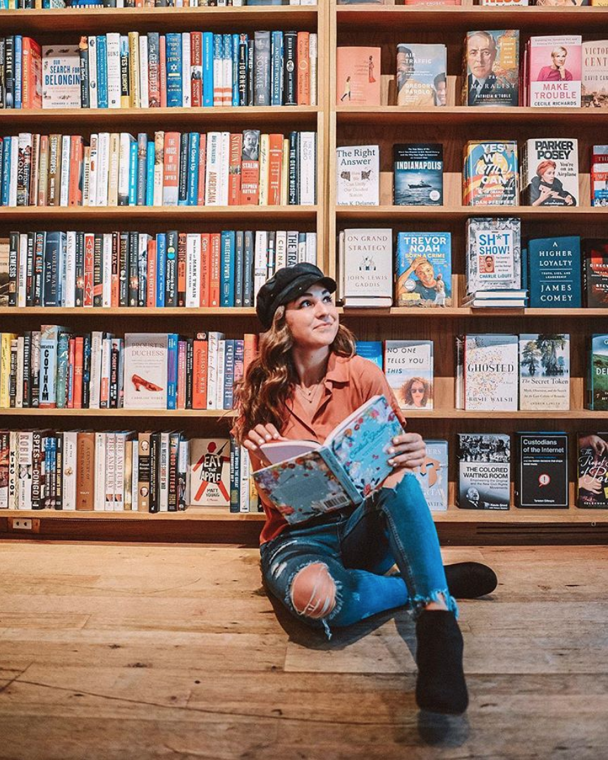 How cute is this pic from our favorite spot, Kramerbooks? (Image via @theemilyedition)