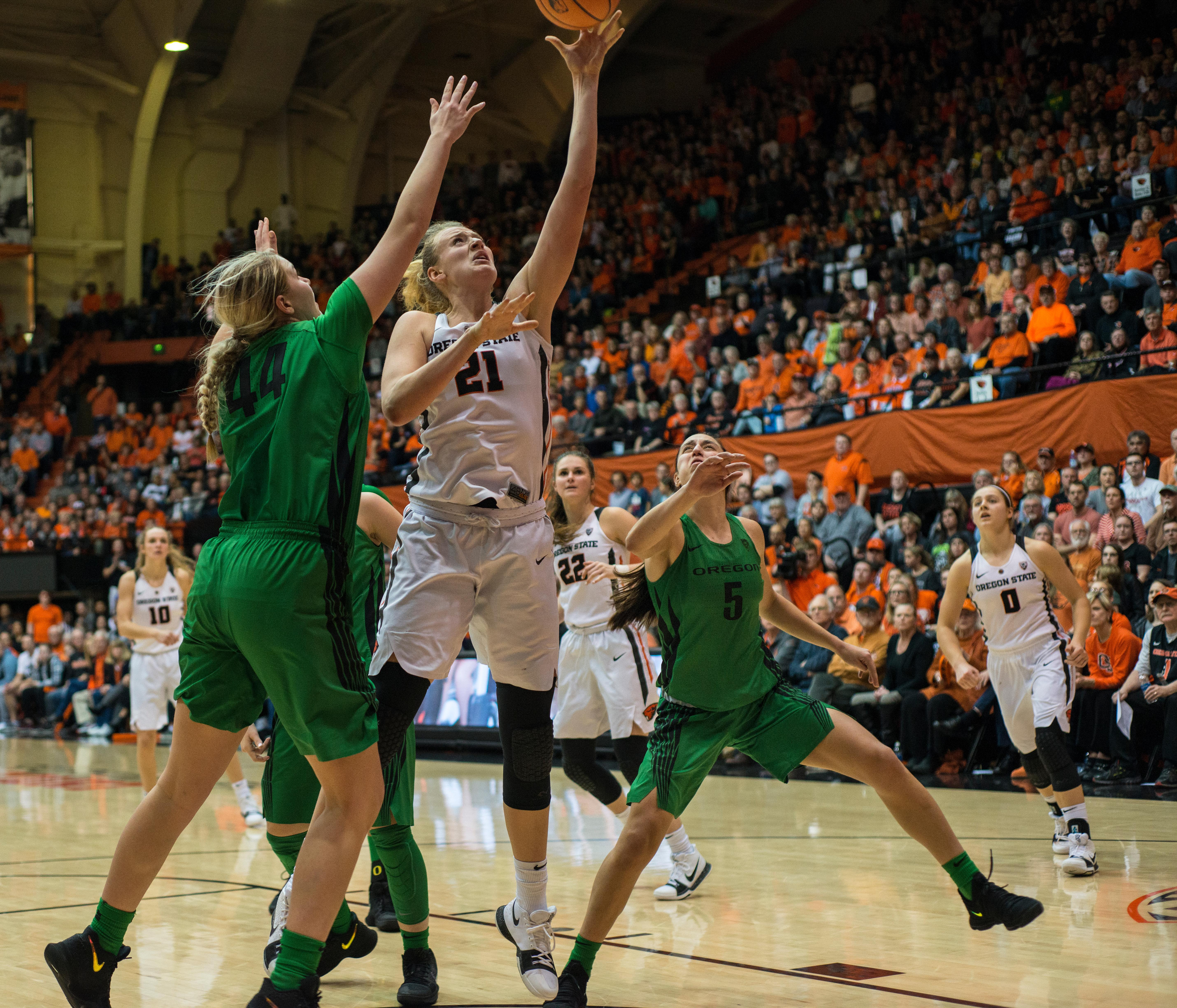 Oregon State Beavers forward Marie Gülich (#21) goes for a lay-up. The Oregon Ducks were defeated by the Oregon State Beavers 85-79 on Friday night in Corvallis. Sabrina Ionescu scored 35 points and Ruthy Hebard added 24. The Ducks will face the Beavers this Sunday at 5 p.m. at Matthew Knight Arena. Photo by Abigail Winn, Oregon News Lab