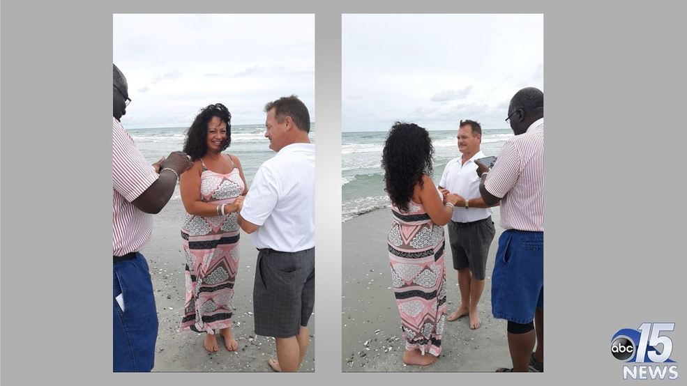 Tourists get 'fairy tale' wedding, married on beach by complete stranger