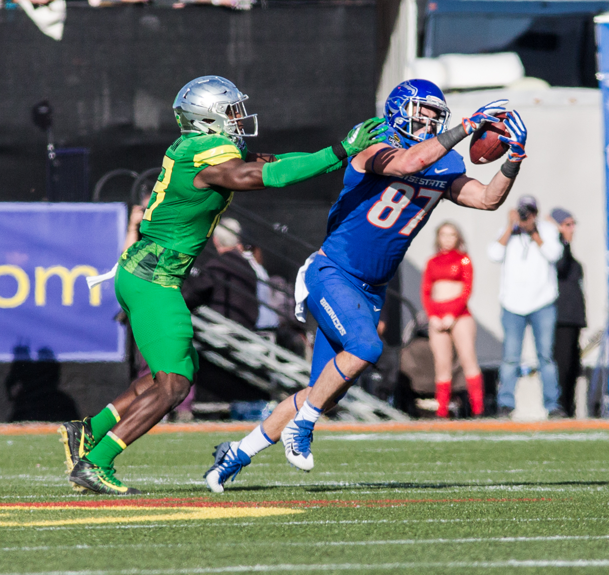 Boise State tight end Alec Dhaenens (#87) catches a pass. The Boise State Broncos defeated the Oregon Ducks 38 to 28 in the 2017 Las Vegas Bowl at Sam Boyd Stadium in Las Vegas, Nevada on Saturday December 17, 2017. The Las Vegas Bowl served as the first test for Oregon's new Head Coach Mario Cristobal following the loss of former Head Coach Willie Taggart to Florida State University earlier this month. Photo by Ben Lonergan, Oregon News Lab