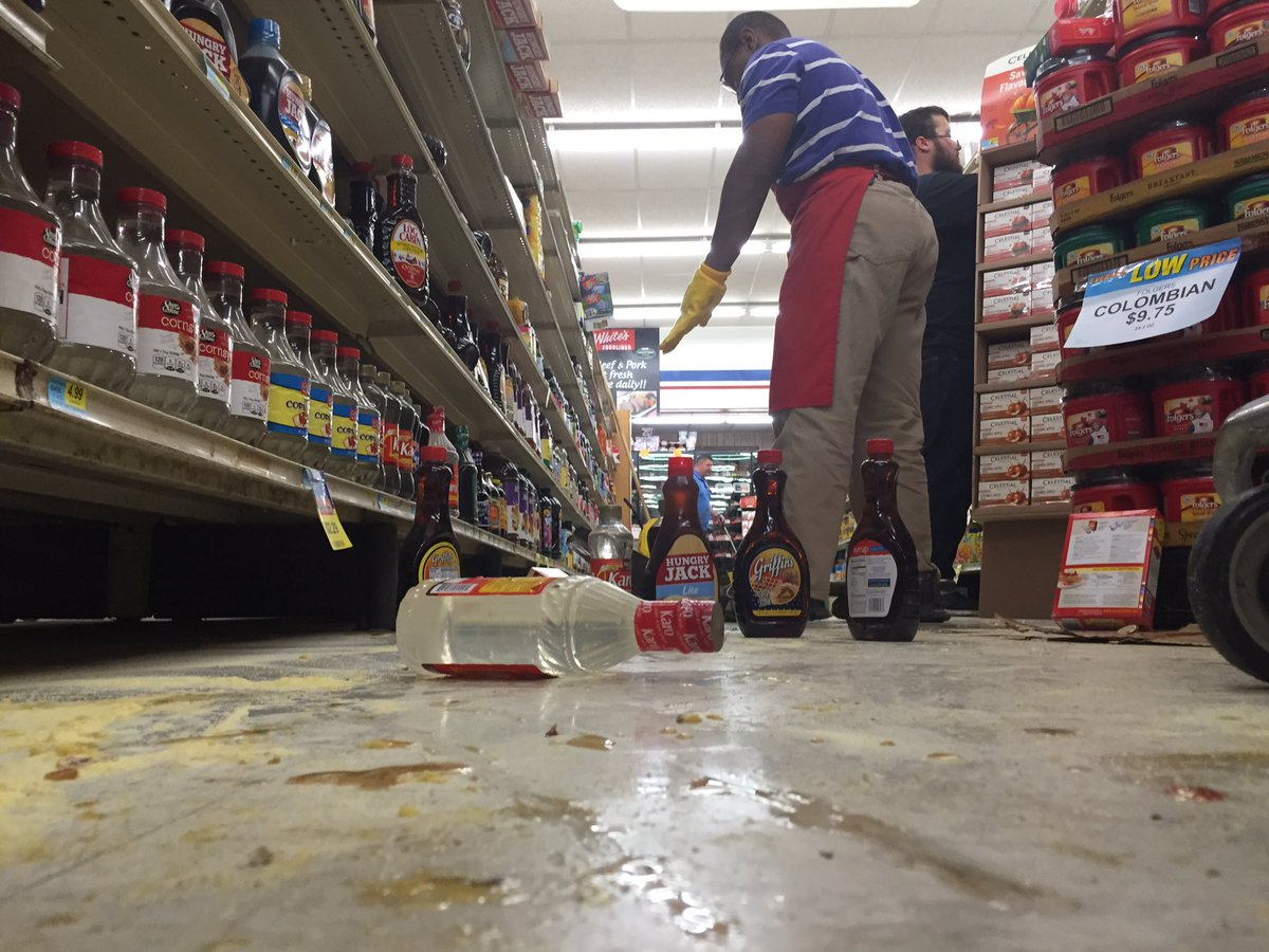 Employees cleanup at White's Foodliner after 5.6 quake hit near Pawnee. (Bill Schammert/KOKH)