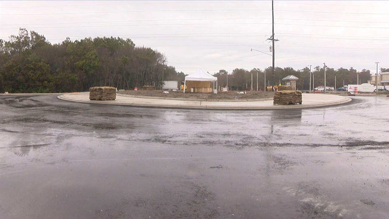 Whether you're for or against it, Emerald Isle is expecting its new roundabout to be open by March 1. (Nate Belt, NewsChannel 12 photo)<p></p>