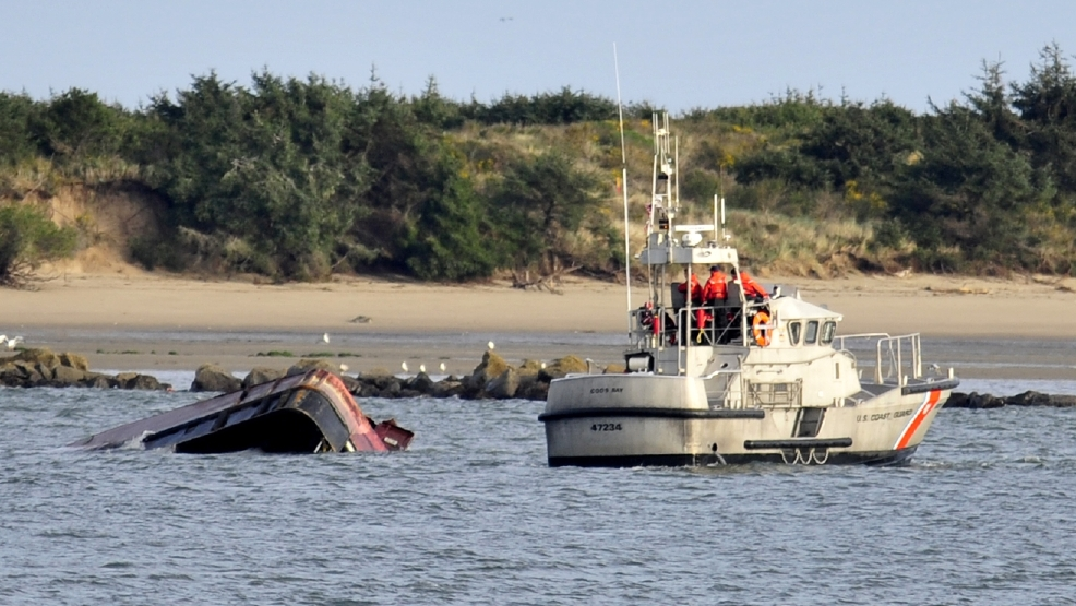 3 rescued 1 missing after boat capsizes near coos bay bar for Coos bay fishing
