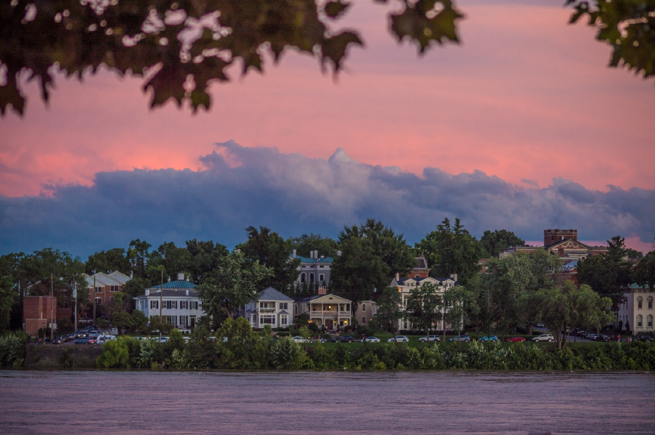 The city meets the sky on Riverside Drive in Covington / Image: Phil Armstrong, Cincinnati Refined