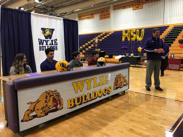 Hugh Sandifer, Abilene Wylie athletic director, introduced the signing class of 2018.<p></p>
