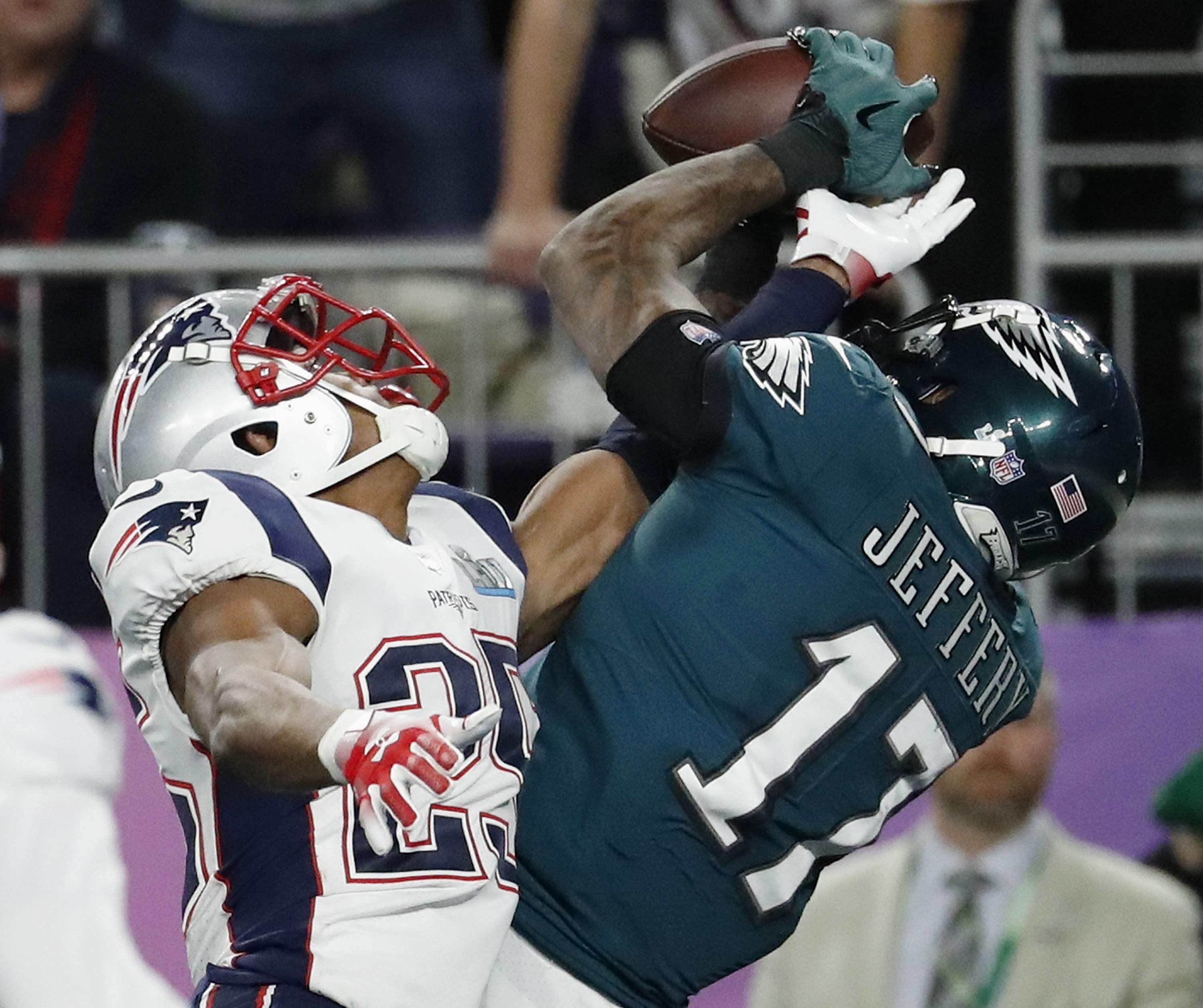 Philadelphia Eagles' Alshon Jeffery, right, catches a touchdown pass over New England Patriots' Eric Rowe during the first half of the NFL Super Bowl 52 football game Sunday, Feb. 4, 2018, in Minneapolis. (AP Photo/Matt York)