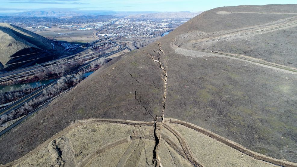 Experts now uncertain of when Rattlesnake Ridge landslide ...