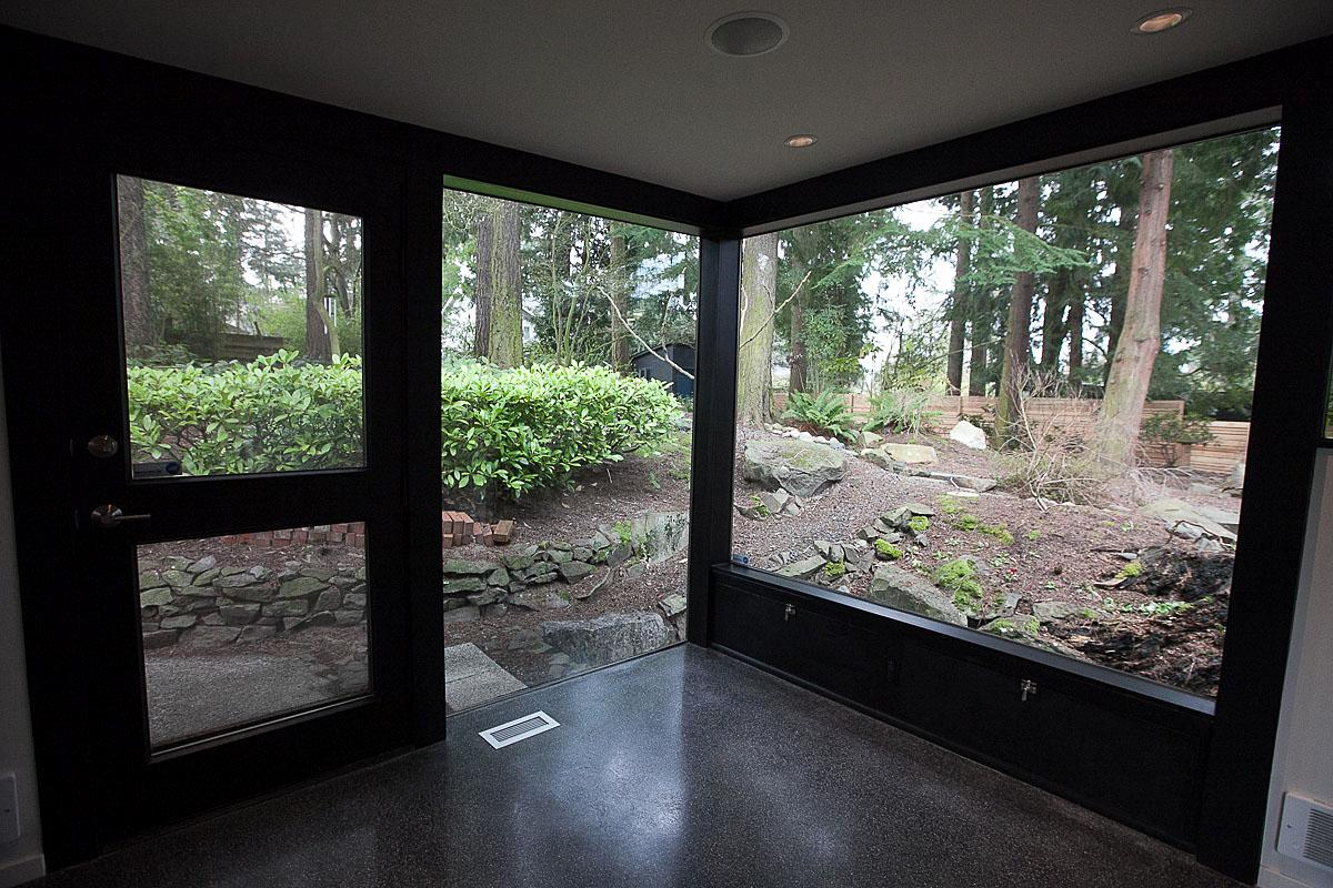This 3 bedroom 2.5 bathroom 1,700 square foot house in North Seattle was designed and constructed between 1948 and 1950 by Pacific Northwest architect James Chiarelli as his personal home. Floor to ceiling walls in the living room give an unobstructed view of the wooded backyard. Architecture was done by James Chiarelli and restored by current owner Craig McNary.   The Seattle Modern Home Tour took place March 22 and benefitted the Seattle Architecture Foundation. (Image: Joshua Lewis / Seattle Refined)