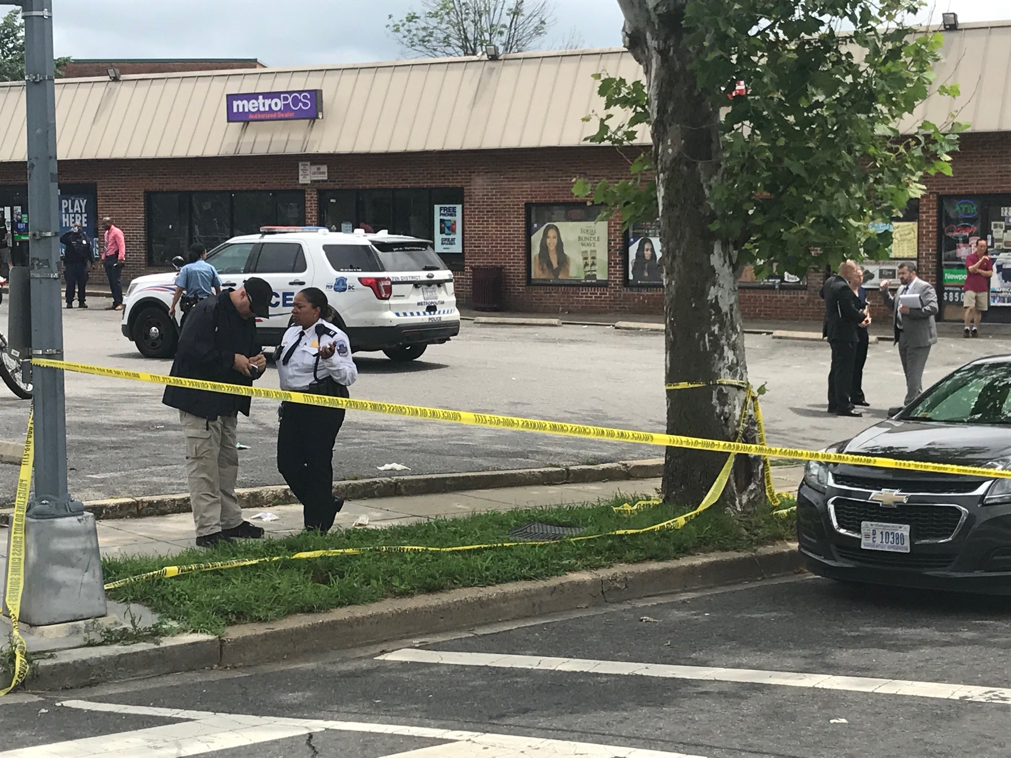 Three men were shot outside of a strip mall in Southeast D.C.  Thursday, May 31, 2018 (Stephen Tschida/ABC7){&amp;nbsp;}<p></p>