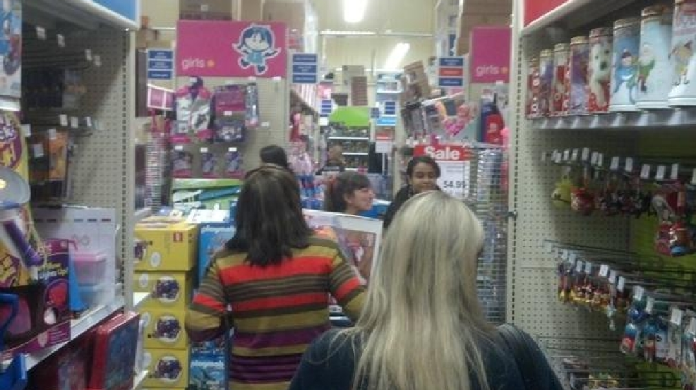 shoppers in toys r us photo wjla - What Time Does Toys R Us Close On Christmas Eve