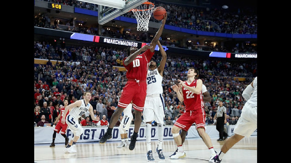 Nigel Hayes puts Badgers on top with layup.jpg