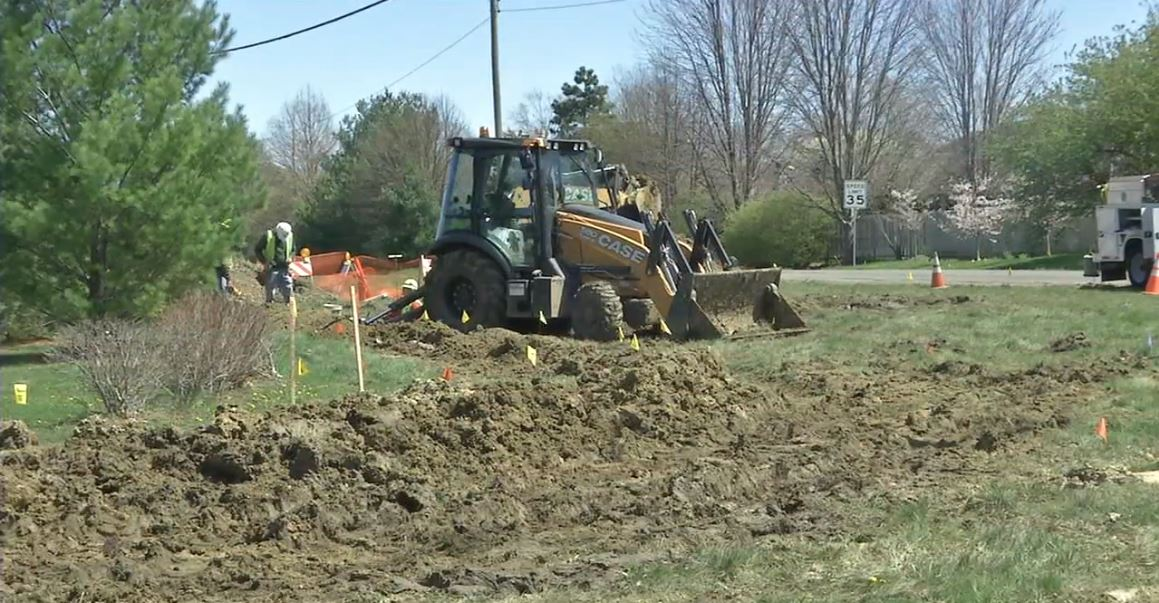 A new traffic roundabout is coming to the west side of Springfield and the project is already underway. (WICS)