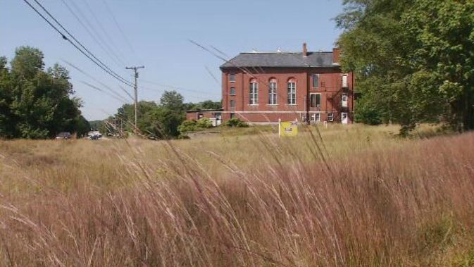The former York Co. Jail is hard to miss off busy route 111 in Alfred. (WGME)