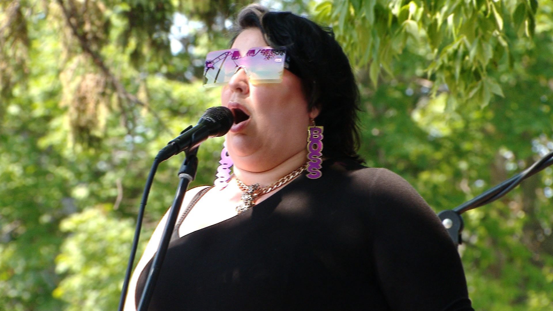 Artist Sarah Potenza performs at the Fox River House. August 4, 2019. (WLUK/Chris Schattl)