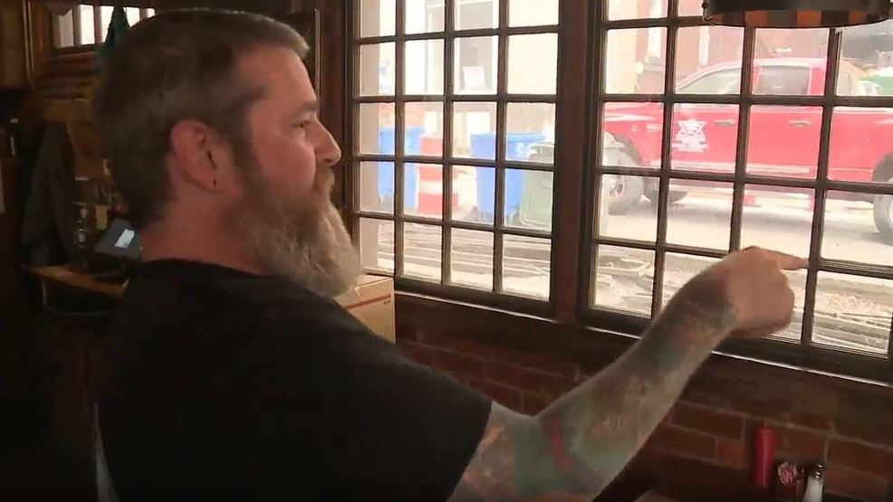 Downtown Chattanooga restaurant owner says construction is hurting his lunchtime business - WTVC