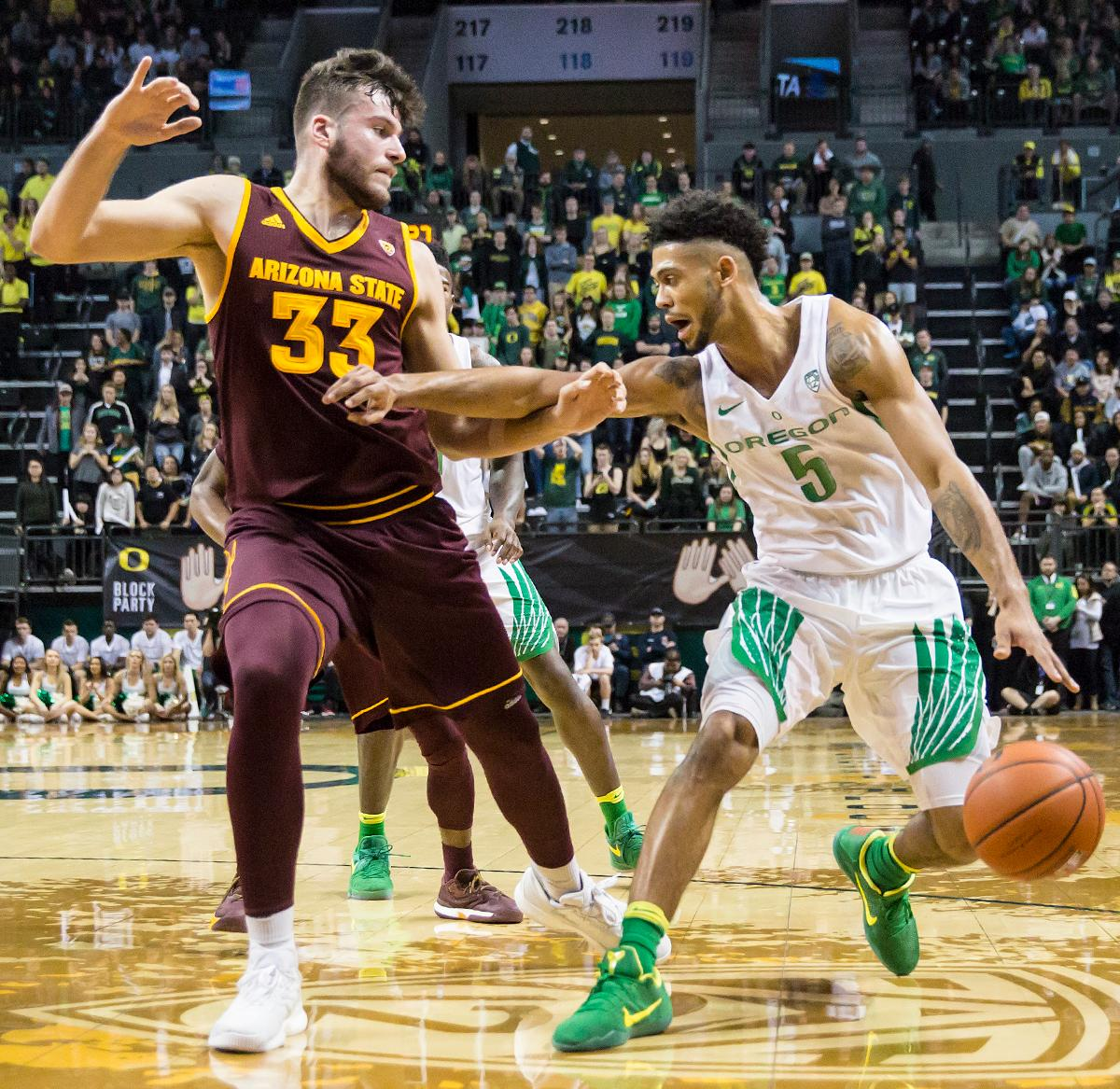 Oregon guard Tyler Dorsey (#5) pushes away from Arizona State forward Roman Vila (#33) to make a shot. The Oregon Ducks defeated the Arizona State Sun Devils 71 to 70. Photo by Ben Lonergan, Oregon News Lab