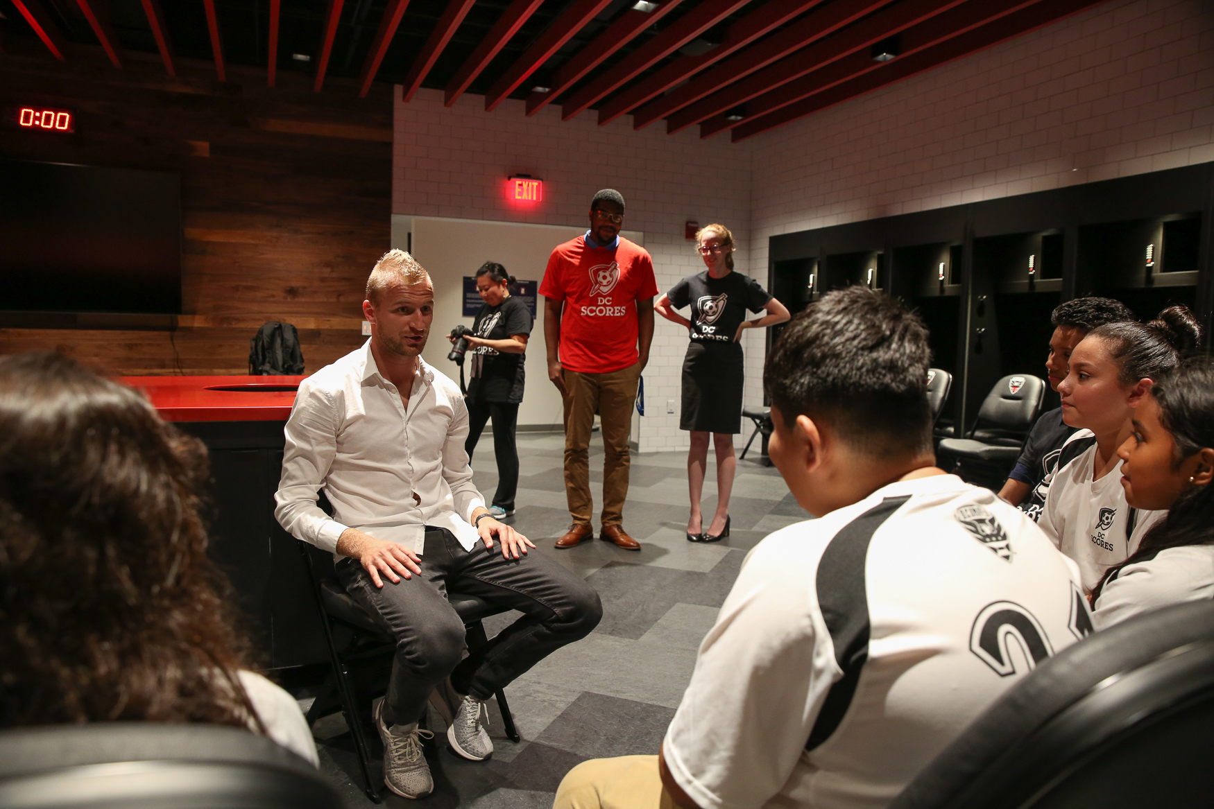 David Ousted talks to DC Scores players in the DC United locker room.{ } (Amanda Andrade-Rhoades/DC Refined)