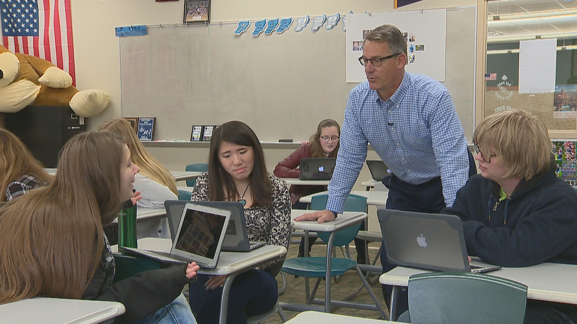 Golden Apple recipient, Mike Jameson, inside his classroom at Bay Port High School. (WLUK)