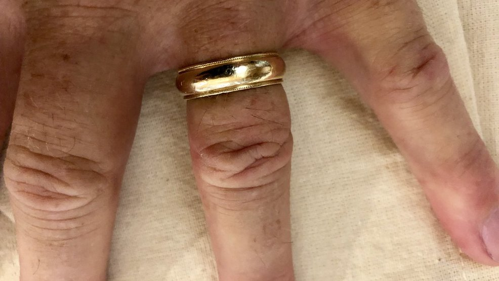 Check the couch: Mississippi governor's wedding ring back