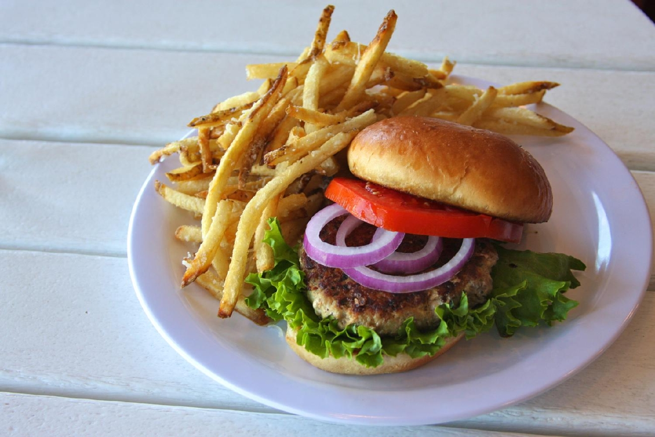 Turkey Burger: locally sourced free range natural turkey, lettuce, onions, and tomato / Image: Molly Paz