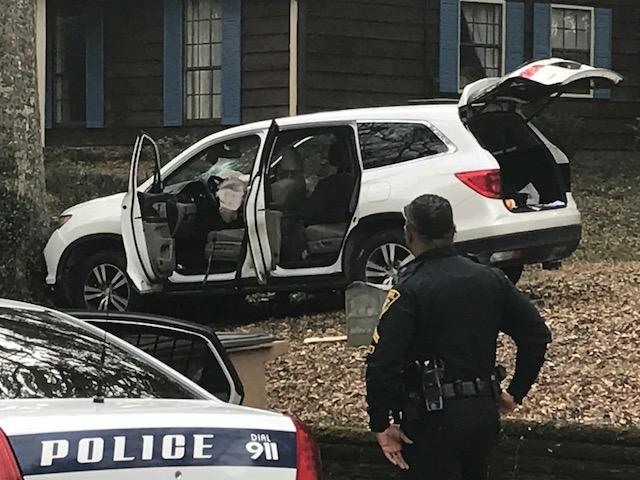 (image: WPMI) Mobile Police chase ends in crash, stolen guns recovered<p></p>