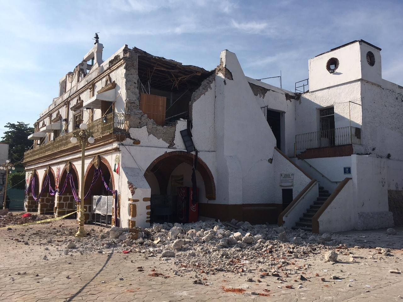 The Jojutla Municipal Palace stands heavily damaged after a 7.1 earthquake, in Jojutla, Morelos state, Mexico, Tuesday, Sept. 19 2017. The earthquake stunned central Mexico, killing at least 120 people as buildings collapsed in plumes of dust. (AP Photo/Carlos Rodriguez)
