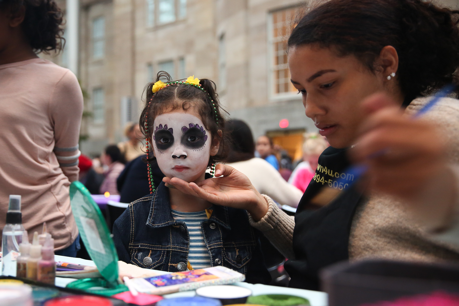 Día de los Muertos, the Day of the Dead, is a primarily Mexican holiday meant as a way to remember and honor the dead. However, the National Portrait Gallery brought that tradition to Washingtonians. On November 1,  guests had the chance to watch folklórico dancers dance across the Kogod Courtyard in Dia de los Muertos face paint, try out traditional Mexican snacks and have their faces painted like traditional sugar skulls. Some people also placed offerings and memorabilia of those who have passed at a traditional altar honoring the dead. (Amanda Andrade-Rhoades/DC Refined)